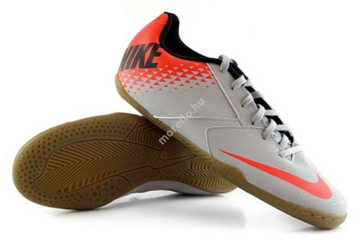 Nike JR NIKE BOMBA IC - Foci cipő 12a408d32d